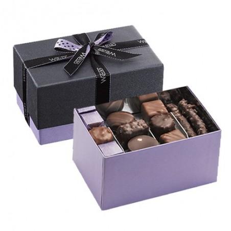 Ballotin de chocolat et praliné - Boîte ouverte avec assortiment de chocolats - Boîte fermée