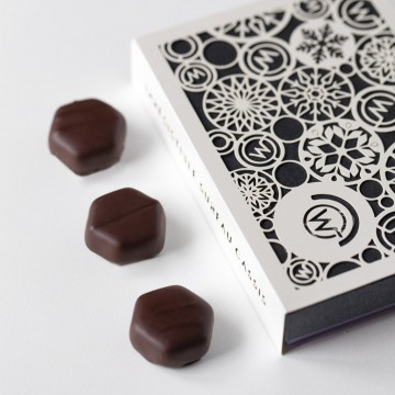 Ballotin chocolats fruités - festif - Boîte fermée et chocolats - Coffret cadeau chocolat - Chocolat à offrir