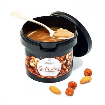 Praliné amande noisette - Pot de praliné ouvert - Cuillère de praliné - Amandes - Noisettes