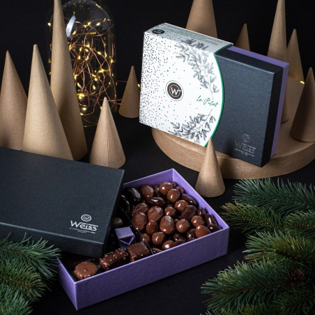 Ballotin de Noël - Ballotin à offrir - Le Pilat - Assortiment de chocolat Boite ouverte - photo d'ambiance
