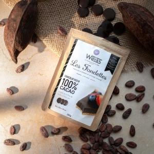 🇫🇷 Où sont les fans de chocolat ? Vous allez être servis avec ce délicieux chocolat 100% cacao 🍫 issu des nouvelles références de notre gamme à pâtisser 250g 😍 Son format en fondettes est idéal pour faire fondre et pour réaliser toutes sortes de recettes ! Vous retrouverez d'ailleurs au dos du sachet une recette gourmande de tarte chocolat fruits rouges pour vous donner des idées 🥰  Qui se lance dans un gâteau pour la fête des pères ? ✨ Retrouvez ce sachet dans nos boutiques Weiss ou sur notre site web www.chocolat-weiss.fr.  🇬🇧 Where are the chocolate fans? You will be pleased with this delicious 100% cocoa chocolate 🍫 from the new references of our 250g baking range 😍 Its Fondette format is ideal for melting and for making all sorts of recipes! On the back of the bag, you will find a recipe for a red fruit chocolate tart to give you ideas 🥰 Who's going to bake for Father's Day ? ✨ Find this bag in our Weiss shops or on our website www.chocolat-weiss.fr.  Crédit photo : @mariondubanchet   #chocolate #weisschocolate #tasty #chocolatelovers #madeinfrance #chocolateaddict #chocolatweiss #chocolatnoir #darkchocolate #darkcocolatelovers #welovechocolate #chocolatfrançaise #saintetienne #weisssaintetienne
