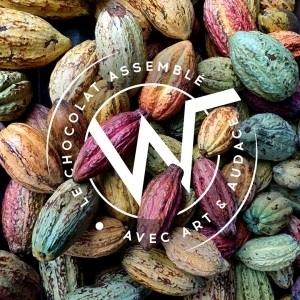 🇫🇷 Aujourd'hui c'est la Journée Mondiale du Chocolat. 🍫 Chez Weiss, nous sommes engagés et responsables de l'origine des saveurs de nos chocolats. Pour cela, nous privilégions le travail en direct avec des coopératives partenaires. Plusieurs de nos chocolats sont nés de ce type de partenariats : Li Chu 64% origine Vietnam, un chocolat solidaire en partenariat avec l'association @erithajchocolat. Notre nouveau chocolat Mbô 71% origine Cameroun co-développé avec @chocolatiers.engages, tracé et engagé 🇨🇲 Notre gamme Ceïba origine République Dominicaine, certifiée bio et équitable. Pour renforcer cette démarche dans l'amélioration de la traçabilité des cacaos, nous sommes accompagnés par l'ONG @earthworm_foundation. Nous nous sommes également engagés dans un projet de recherche innovant sur la culture du cacao, inspiré du modèle de l'agroforesterie pour une cacaoculture durable avec Cacao Forest 🌱 D'ici 2025, 100% de nos fèves seront tracées jusqu'à la coopérative et 70% jusqu'au producteur. Nous sommes engagés à faire mieux chaque jour… pour une gastronomie toujours plus responsable ! 💪🍫  🇬🇧 Today is World Chocolate Day. 🍫 At Weiss, we are committed and responsible for the origin of the flavours of our chocolates. To do this, we favour working directly with partner cooperatives. Several of our chocolates are born from this type of partnership: Li Chu 64% Vietnam origini, a solidarity chocolate in partnership with the association @erithajchocolat. Our new chocolate Mbô 71% from Cameroon, co-developed with @chocolatiers.engages, traced and committed 🇨🇲 Our Ceïba range from Dominican Republic, certified organic and fairtrade. To ensure better traceability of our cacaos and to create unique partnerships, we have started working with the Swiss foundation Earthworm. We are also engaged in an innovative research project on cocoa farming, inspired by the agroforestry model, for sustainable cocoa farming with Cacao Forest 🌱 By 2025, 100% of our beans will be traced to the coope