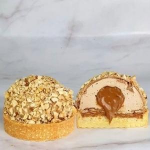 Voici la magnifique tarte noisette de @chana.inthekitchen, une belle intérpretation de la célèbre et tendance tarte noisette créée par @ludovic_fontalirant ! Une bonne pâte sucrée, un crémeux noisette, un croustillant Gianduja, une crème à la noisette et un praliné coulant 😱😍 On espère que @ludovic_fontalirant valide, en tout cas nous on craque pour la tarte noisette de @chana.inthekitchen 😍  Here is the beautiful hazelnut pie by @chana.inthekitchen, a wonderful interpretation of the hazelnut pie created by @ludovic_fontalirant ! A good sweet pastry, a creamy hazelnut, a crispy Gianduja, a hazelnut cream and a praline couching 😱😍 We hope @ludovic_fontalirant validate, anyway we validate the hazelnut pie by @chana.inthekitchen 😍  #chocolate #weisschocolate #tasty #gift #chocolatelovers #madeinfrance #chocolateaddict #recipe #recette #homemade #cookingrange #homemadepstry #sabrinalmp2 #chocolate #ludovicfontalirant #tartenoisette #hazelnutpie #hazelnutlovers