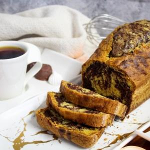 """Les grands classiques : le marbré au chocolat 🍫 Un cake tellement gourmand, parfait pour nous ramener en enfance le temps d'un goûter 🥰 Merci @patisseriebeaubon_  pour cette superbe recette avec du bon chocolat au lait 42% et noir 64%, certifiés bio et équitable pour un cake gourmand et chocolaté ! Envie de tester cette recette ? Elle est disponible sur notre site web www.chocolat-weiss.fr dans l'onglet dédié """"recettes chocolatées"""" 😋  The great classics: chocolate marble 🍫 A delicious cake, perfect to take us back to childhood for a snack 🥰 Thanks @patisseriebeaubon_  for this great recipe with the delicious milk chocolate 42% and black 64% both certified organic and Fairtrade for a wonderful and chocolate cake! Would you like to test this recipe? It is available on our website www.chocolat-weiss.fr in the dedicated tab """"Chocolate recipes"""" 😋  #chocolate #weisschocolate #tasty #gift #chocolatelovers #madeinfrance #chocolateaddict #recipe #recette #homemade #chocolatweiss #patisserie #homemadepastry #recipes #easyrecipe #recettesfaciles #cakemarbré #marbrérecette #marblerecipe #marbréauchocolat #patisseriebeaubon"""