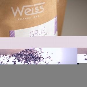 🇫🇷 Dans notre nouvelle gamme à pâtisser grand format vous retrouvez différentes références de chocolat en fondettes mais vous retrouvez également notre grué de cacao en 800g. Le grué de cacao est composé d'éclats de fèves de cacao torréfiées et concassées dans nos ateliers. Ce produit est prêt à être utilisé pour vos moulages ou pâtisseries 😋  Vous avez l'habitude d'utiliser du grué de cacao pour vos recettes ? Ce sachet est disponible dans nos boutiques Weiss ou sur notre site www.chocolat-weiss.fr  🇬🇧 In our new large format pastry range you will find different chocolate references in Fondettes but you will also find our cocoa nibs in 800g. The cocoa nibs are made of cocoa bean chips, roasted and crushed in our workshops. This product is ready to be used for your mouldings or pastries 😋 You are used to using cocoa nibs in your recipes? This bag is available in our Weiss shops or on our website www.chocolat-weiss.fr  Crédit photo @mariondubanchet   #chocolate #weisschocolate #tasty #chocolatelovers #madeinfrance #chocolateaddict #chocolatweiss #welovechocolate #chocolatfrançais #saintetienne #bakingrange #chocolatsapatisser #patisseràlamaison #chocolatsapatisserweiss #foodista #patissermaison #pastryathome #pastrylovers #amateursdepatisserie #patissiersamateurs #welovepastry #welovechocolate #bakingrange #gruedecacao #cocoanib